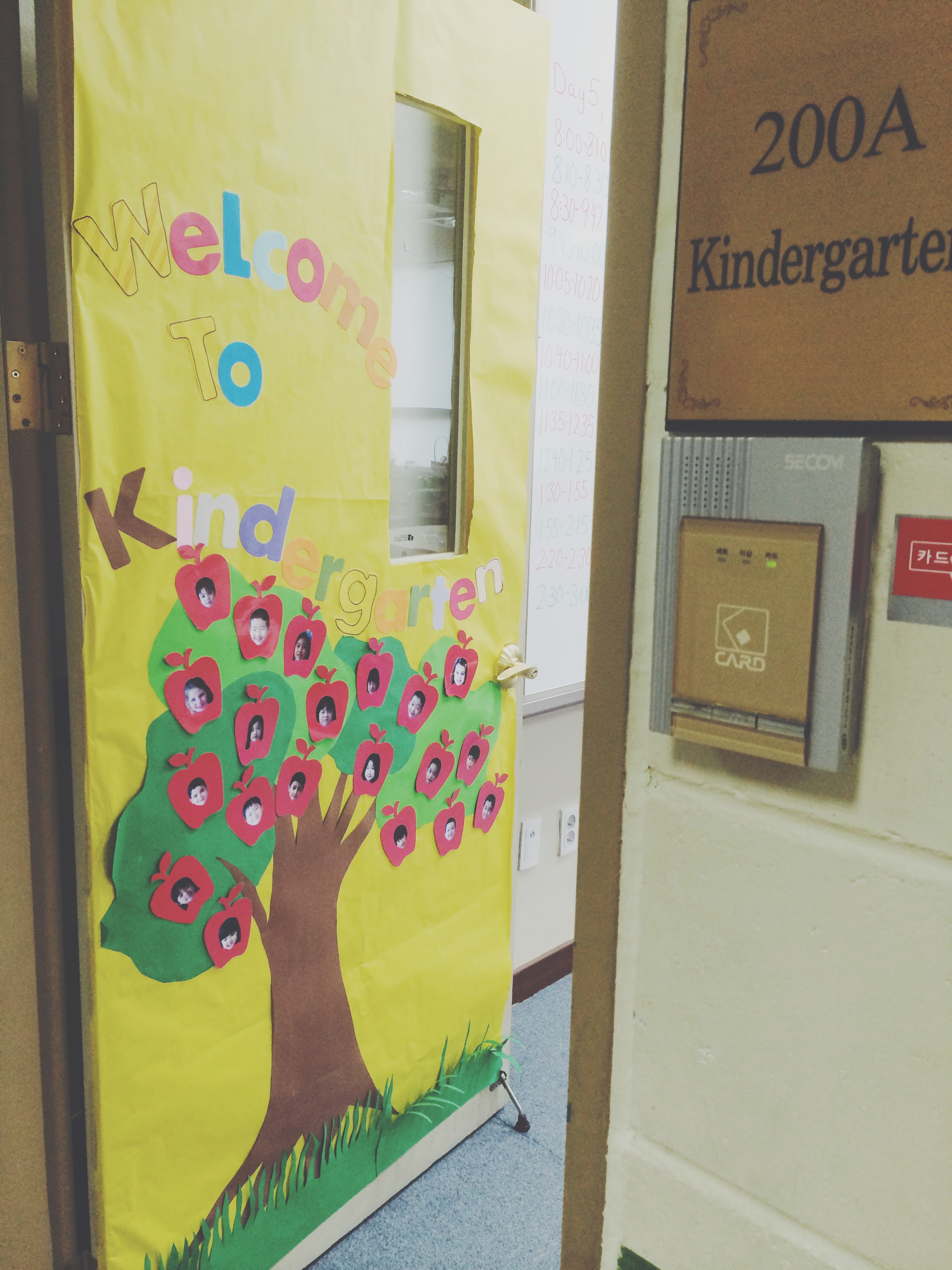 Back-To-School Door Decorating Ideas! – two apples a day